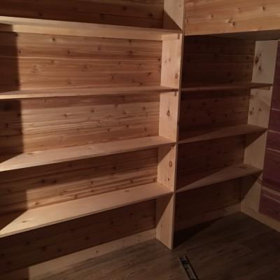 CEDAR CLOSET - Custom pine shelving